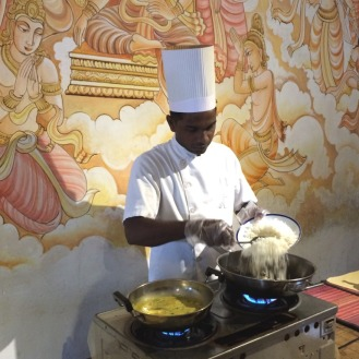 Einer der speziell in ayuvedischer Küche ausgebildeten Köche